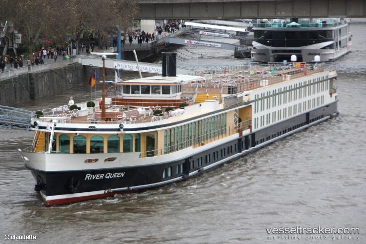 River-Queen 2